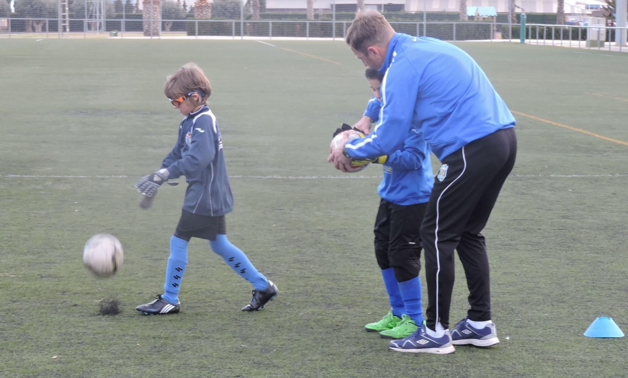 мастер класс - как правильно держать мяч